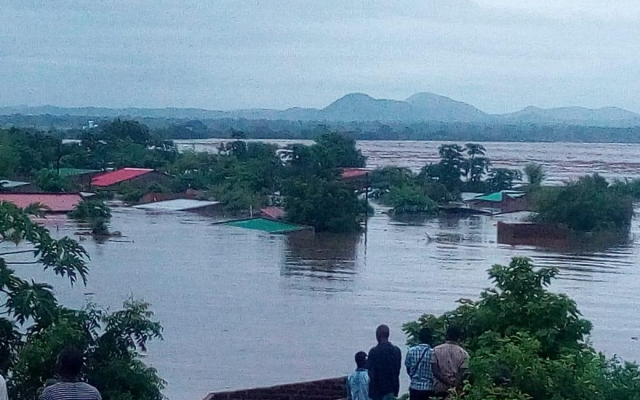 Zimbabwe rammet av syklon